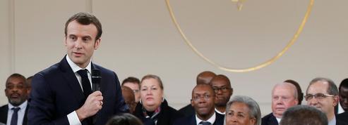 Grand débat: Emmanuel Macron se confronte aux élus d'Outre-mer