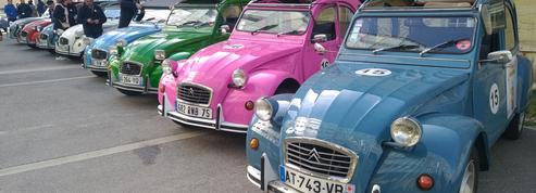 Une parade de Citroën 2 CV pour la bonne cause