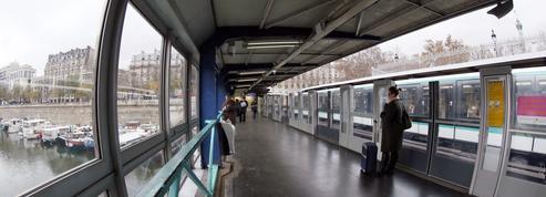Paris: un jeune homme gravement blessé après avoir été aspergé d'un liquide