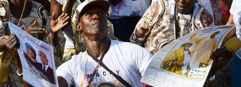 Au Sénégal, Macky Sall favori face à une opposition décimée