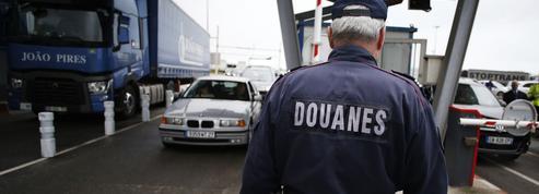 Douaniers en grève: «de fortes perturbations» prévues dans les aéroports parisiens