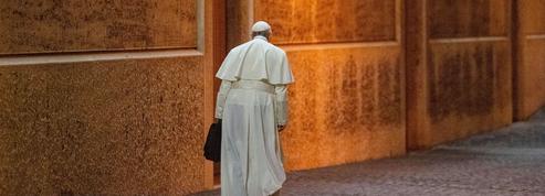 Le pape François fête ses six ans de pontificat dans la tempête