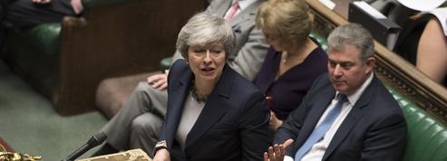 Brexit: en sursis, Theresa May résiste aux appels à la démission
