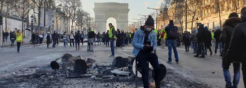«Gilets jaunes»: les Champs-Elysées saccagés, les photos de notre journaliste