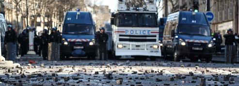 «Gilets jaunes»: les forces de l'ordre veulent un cap clair et ferme