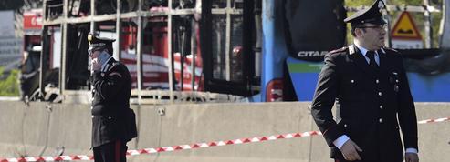 Collégiens pris en otage et sauvés de justesse à Milan: quelles conséquences pour la politique italienne?