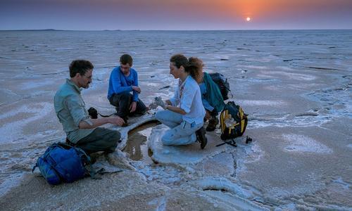 Purificación López-García et son équipe ont perçu des émanations de soufre au milieu de la «banquise» de sel.
