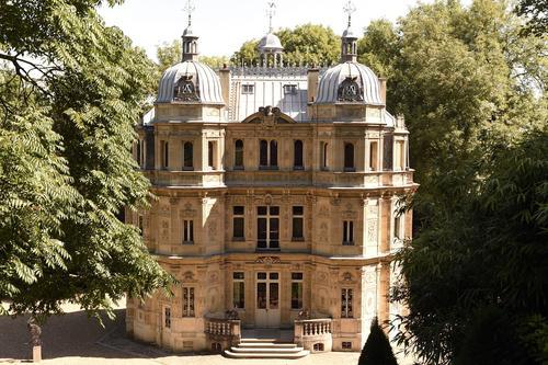 Le château de Monte-Cristo fut construit pour Alexandre Dumas en 1844.