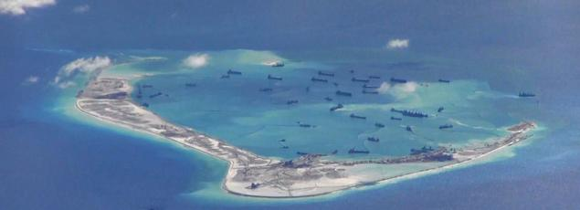 «La Chine a créé plus de 800 hectares de terrain, soit plus que tous les autres pays ayant des revendications. Et la Chine l'a fait dans les seuls derniers 18 mois», a souligné le secrétaire américain à la Défense, Ashton Carter.
