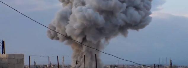 Image d'un bombardement russe à Hama, dans le centre de la Syrie, provenant d'images filmés par un groupe rebelle syrien.