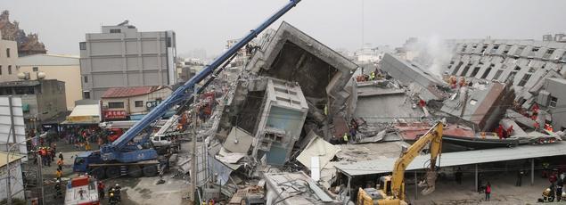 Le dernier bilan connu faisait état de 14 morts et des dizaines de disparus sous cet immeuble.