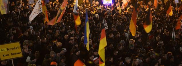 En Allemagne, les manifestations de Pegida ont attiré plusieurs dizaines de milliers de personnes dans la ville de Dresde.