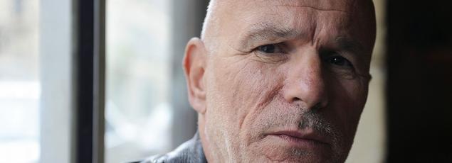 Cofondateur d'Action Directe, organisation armée d'extrême gauche, Jean-Marc Rouillan a été condamné en 1987 à la réclusion criminelle à perpétuité. Aujourd'hui en liberté conditionnelle, il fait ses débuts au cinéma dans le road-movie libertaire «Faut savoir se contenter de beaucoup».