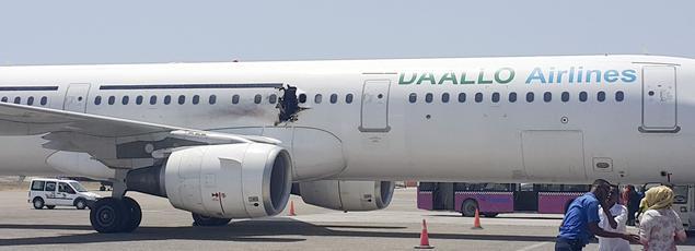 La déflagration, survenue environ quinze minutes après le décollage de l'avion, avait provoqué un trou d'un mètre de diamètre environ dans le fuselage de l'A321.