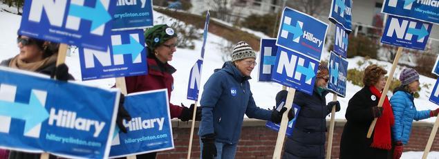 Des partisans d'Hillary Clinton rassemblés le 7 février à Plymouth, dans le New Hampshire.