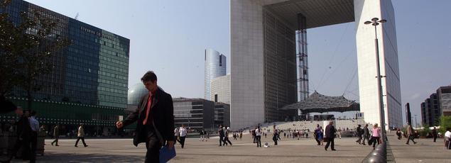 La région parisienne (ici La Défense) concentre 36% de l'emploi des cadres