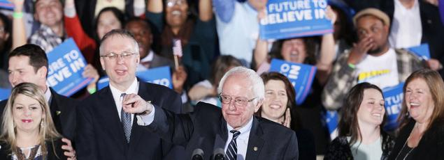 Les partisans du candidat démocrate Bernie Sanders jubilent à l'annonce de sa victoire devant sa rivale Hillary Clinton, mardi, lors de la primaire à Concord, dans le New Hampshire.