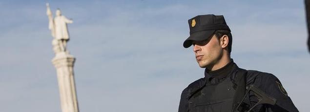Un policier espagnol, à Madrid, en janvier 2015.