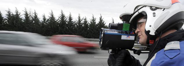 Un contrôle de vitesse près de Bordeaux. En 2015, les étrangers qui ont décroché la palme du plus grand nombre de PV sur les routes françaises sont les Espagnols, avec 442.200 contraventions .