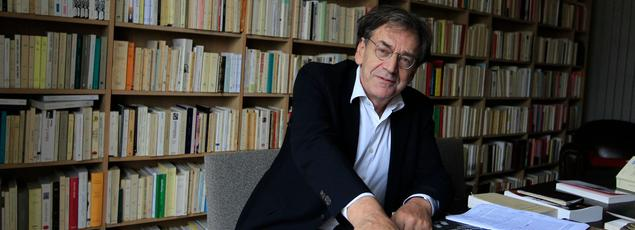 Venu de la gauche, Alain Finkielkraut est désormais qualifié de réactionnaire par ses détracteurs. Il n'en a cure.