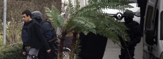 Sid Ahmed Ghlam lors de la reconstitution du meurtre d'Aurélie Châtelain, le 20 mars à Villejuif.