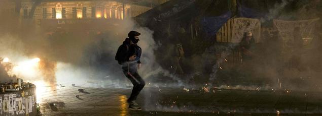 Les forces de l'ordre disent avoir été la cible de projectiles, sur la place de la République, et avoir répondu en faisant usage de gaz lacrymogène.