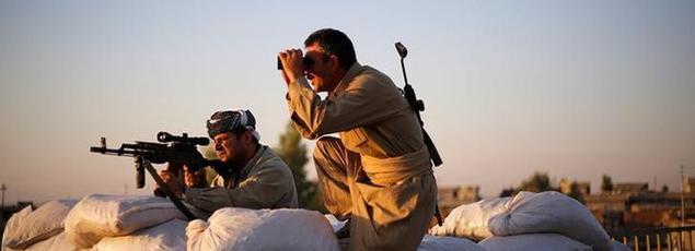 Des Kurdes sur la ligne de front face à Daech, dans le nord de l'Irak, en mars dernier.