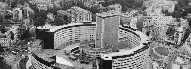 Vue aérienne de la Maison de la Radio en décembre 1963.
