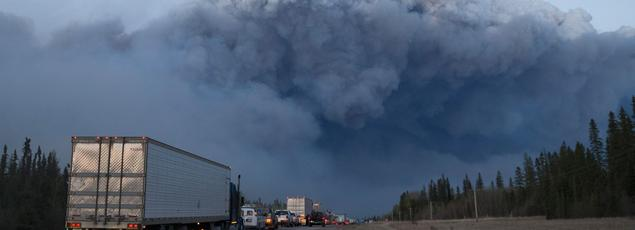 Le gigantesque incendie de forêt qui fait rage dans le nord de la province canadienne de l'Alberta a encore progressé jeudi.