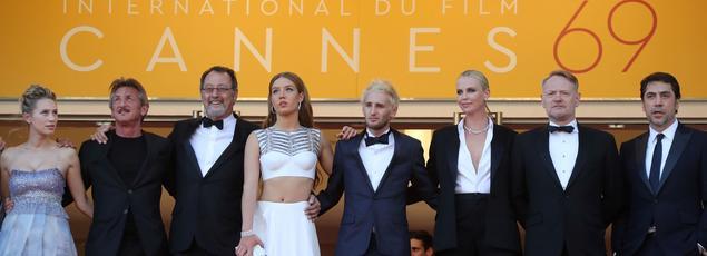 L'équipe du film The Last Face, de Sean Penn, largement plébisicté pour être le navet de la compétition officielle de cette édition.