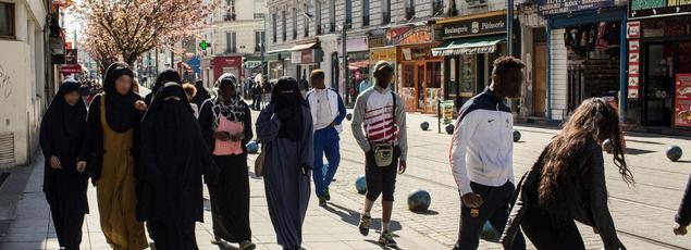 Les rues du centre-ville sont désormais investies ouvertement par les islamistes les plus radicaux.