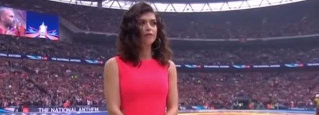 Karen Harding a oublié de chanter au début de God Save the Queen.