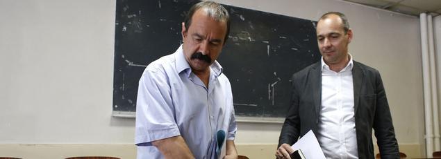 Le chef de file de la CGT, Philippe Martinez (à gauche), et celui de la CFDT, Laurent Berger, lors d'une réunion, à Paris,le 5 juin 2015.
