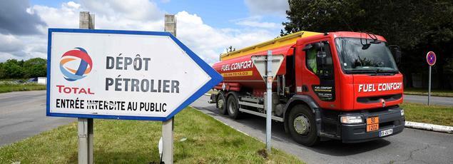 Si tous les dépôts d'essence ont été débloqués, les raffineries tournent toujours au ralenti.