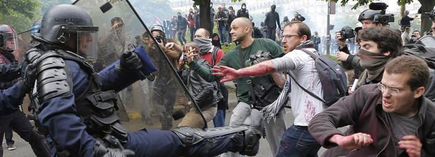 Des policiers ont affronté des manifestants à Paris en marge de la manifestation du 26 mai.