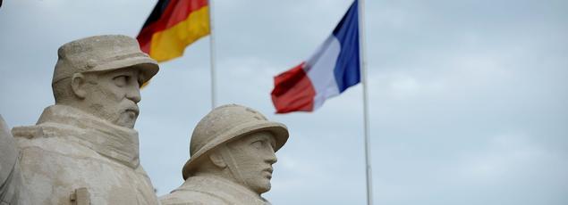 François Hollande et Angela Merkel commémorent ensemble le centenaire d'une des batailles les plus sanglantes de la Première guerre ce dimanche.