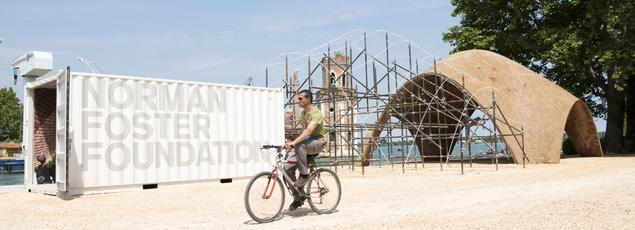 The architect Norman Foster presented on the occasion of the Venice Biennale, a prototype of the future droneport in Rwanda, which will be built in 2017.