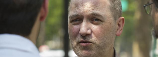 Denis Baupin est venu soutenir le candidat EELV à la mairie de Paris lors d'une descente à vélo des Champs Elysées, en juillet 2013. François BOUCHON / Le Figaro
