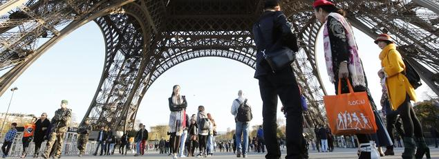 Au premier trimestre, à Paris et en Ile-de-France, la fréquentation des touristes japonais a chuté de 56%, celle des Italiens de 24%. C'est aussi la douche froide du côté des Russes (-35%) et des Chinois (-13,9%).