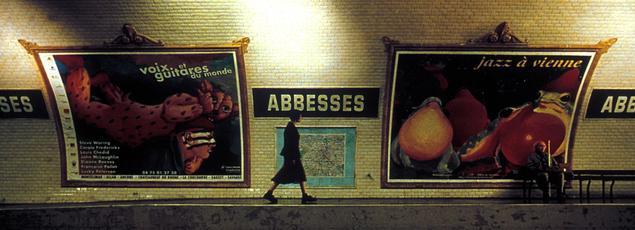 Lorsqu'Amélie Poulain prend le métro, elle descend à «Abbesses», la station montmartroise par excellence.