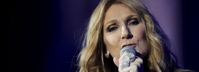 Céline Dion a entamé son grand retour à Paris a cappella, en interprétant Trois heures vingt, la chanson diffusée le 22 janvier lors des obsèques de son mari René Angélil.