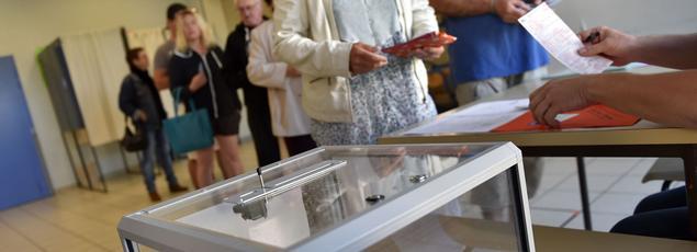 Un bureau de vote de Loire-Atlantique, le 26 juin 2016.
