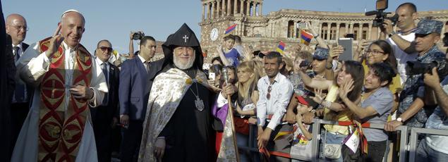 Le pape François et le Catholicos Karekine II arrivent à Erevan pour une «rencontre de prière œcuménique pour la paix».