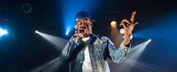 Le chanteur avait été interpellé le 2 juin à Toulouse, où il devait se produire en concert. L'arrestation avait été effectuée dans le cadre d'un mandat d'arrêt européen pour des faits présumés de viol datant de 2015.