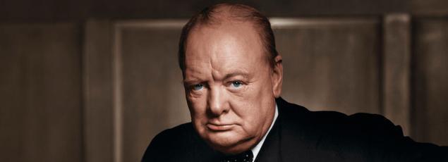 Sir Winston Churchill, chef du gouvernement britannique de 1940 à 1945. L'art avec lequel il galvanisa la résistance de la Grande-Bretagne aux ambitions de Hitler fait de lui un personnage mythique, symbole de la capacité de l'Angleterre à vaincre les plus redoutables de ses adversaires.