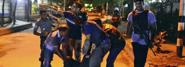 Une attaque terroriste perpétrée par l'Etat islamique a frappé le quartier diplomatique de Dacca, vendredi 1er juillet.