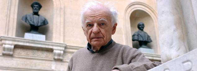 Yves Bonnefoy en 2001 au Collège de France.