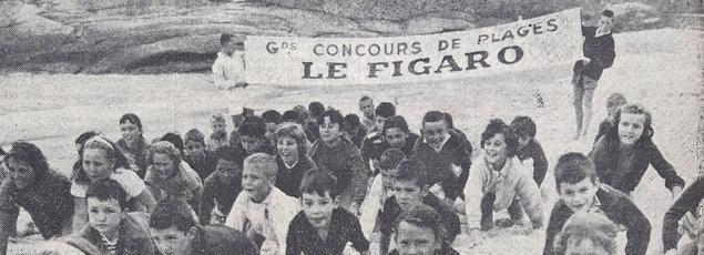 Sur la plage de Trégastel (Côtes-du Nord), ce groupe d'enfants s'entraîne de façon assez inattendue pour prendre part au concours de plages du Figaro de l'été 1958.