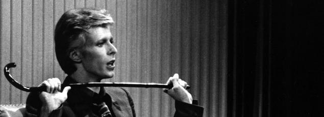 David Bowie s'était installé en 1974 aux États-Unis, pour enregistrer dans les studios Sigma Sound de Philadelphie des titres imprégnés de sa passion pour la scène funk et soul américaine.