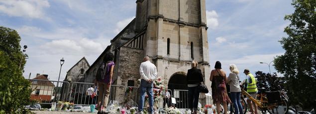 Les hommages ont été nombreux après l'assassinat d'un prêtre à Saint-Etienne-du-Rouvray.